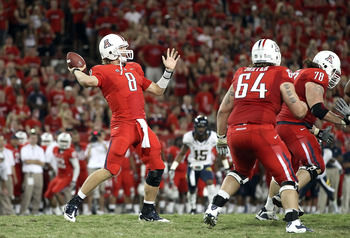 TUCSON, AZ - SEPTEMBER 25:  Quarterback Nick Foles #8 of the Arizona Wildcats throws a pass during the college football game against the California Golden Bears at Arizona Stadium on September 25, 2010 in Tucson, Arizona.   The Wildcats defeated the Golde