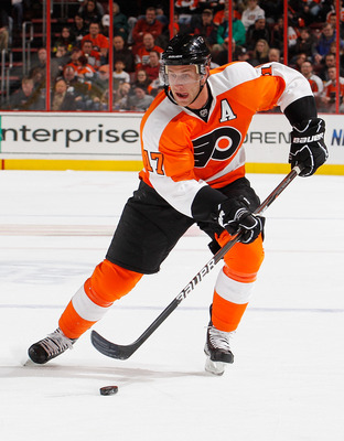 PHILADELPHIA, PA - FEBRUARY 03:  Jeff Carter #17 of the Philadelphia Flyers skates during an NHL hockey game against the Nashville Predators at the Wells Fargo Center on February 3, 2011 in Philadelphia, Pennsylvania.  (Photo by Paul Bereswill/Getty Image