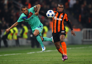 DONETSK, UKRAINE - APRIL 12: Daniel Alves (L) of Barcelona battles with Willian of Shakhtar Donetsk during the UEFA Champions League Quarter Final 2nd Leg match between Shakhtar Donetsk and Barcelona at the Donbass Arena on April 12, 2011 in Donetsk, Ukra