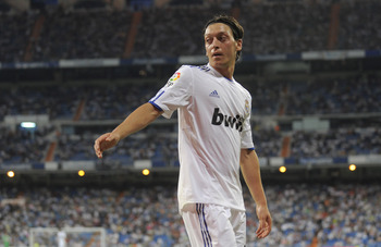 MADRID, SPAIN - MAY 21: Mesut Ozil of Real Madrid goes to take a corner kick  during the La Liga match between Real Madrid and UD Almeria at Estadio Santiago Bernabeu on May 21, 2011 in Madrid, Spain.  (Photo by Denis Doyle/Getty Images)