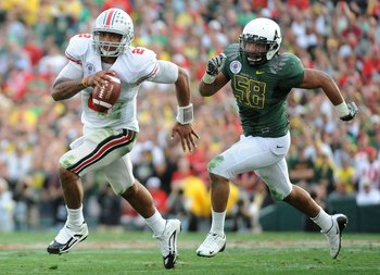 PASADENA, CA - JANUARY 01:  Quarterback Terrelle Pryor #2 of the Ohio State Buckeyes runs with the ball against the Oregon Ducks during the 96th Rose Bowl game on January 1, 2010 in Pasadena, California.  (Photo by Harry How/Getty Images)