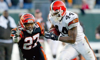 CINCINNATI-DECEMBER 28:  Lee Suggs #44 of the Cleveland Browns runs for a 25 yard touchdown while chased by Artrell Hawkins #27 of the Cincinnati Bengals on December 28, 2003 at Paul Brown Stadium in Cincinnati, Ohio. The Browns won 22-14.(Photo by Andy L
