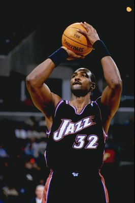 18 Mar 1999:  Karl Malone #32 of the Utah Jazz shooting a free throw during the game against the Washington Wizards at the MCI Center in Washington, D.C. The Jazz defeated the Wizards 95-87.   Mandatory Credit: Doug Pensinger  /Allsport