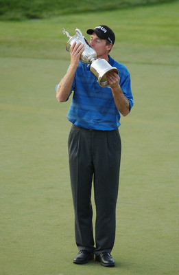OLYMPIA FIELDS, IL - JUNE 15:  Jim Furyk kisses the trophy after winning the 2003 US Open on the North Course at the Olympia Fields Country Club on June 15, 2003 in Olympia Fields, Illinois.  (Photo by Matthew Stockman/Getty Images)