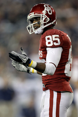 GLENDALE, AZ - JANUARY 01:  Ryan Broyles #85 of the Oklahoma Sooners reacts in the second quarter while taking on the Connecticut Huskies during the Tostitos Fiesta Bowl at the Universtity of Phoenix Stadium on January 1, 2011 in Glendale, Arizona.  (Phot