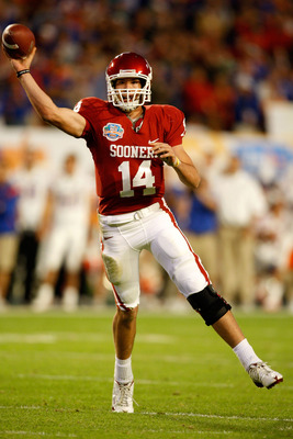 MIAMI - JANUARY 08:  Sam  Bradford #14 of the Oklahoma Sooners throws a passagainst the Florida Gators during the FedEx BCS National Championship game at Dolphin Stadium on January 8, 2009 in Miami, Florida.  (Photo by Marc Serota/Getty Images)