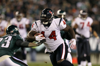 PHILADELPHIA, PA - DECEMBER 02:  Vonta Leach #44 of the Houston Texans runs with the ball against the Philadelphia Eagles at Lincoln Financial Field on December 2, 2010 in Philadelphia, Pennsylvania.  (Photo by Jim McIsaac/Getty Images)