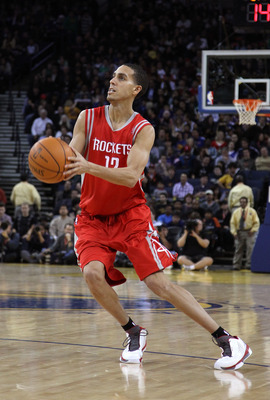 OAKLAND, CA - DECEMBER 20:  Kevin Martin #12 of the Houston Rockets in action against the Golden State Warriors at Oracle Arena on December 20, 2010 in Oakland, California. NOTE TO USER: User expressly acknowledges and agrees that, by downloading and or u