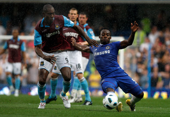 LONDON, ENGLAND - APRIL 23:  Michael Essien of Chelsea wins the ball ahead of Carlton Cole of West Ham during the Barclays Premier League match between Chelsea and West Ham United at Stamford Bridge on April 23, 2011 in London, England.  (Photo by Dan Ist