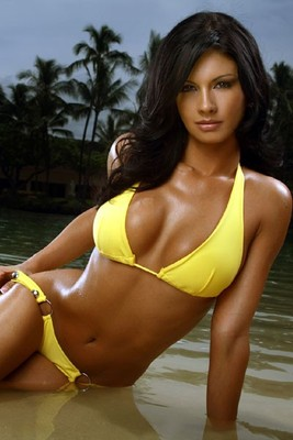 Bucs-cheerleader-yellow-bikini1_display_image