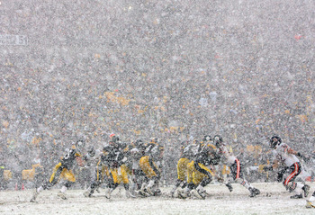 PITTSBURGH - DECEMBER 11:  Quarterback Ben Roethlisberger #7 of the Pittsburgh Steelers drops back to hand off the ball in the heavy snow during their game against the Chicago Bears on December 11, 2005 at Heinz Field in Pittsburgh, Pennsylvania. The Stee
