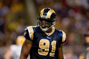 ST. LOUIS, MO - SEPTEMBER 27:  Leonard Little #91 of the St. Louis Rams looks on during the game against the Green Bay Packers at the Edward Jones Dome on September 27, 2009 in St. Louis, Missouri.  (Photo by Dilip Vishwanat/Getty Images)