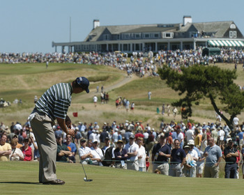 Chris DiMarco putts during  the final round of the 2004 U. S. Open at Shinnecock Hills,  June 20, 2004. (Photo by A. Messerschmidt/Getty Images)
