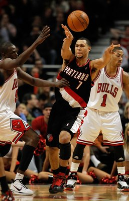 CHICAGO - FEBRUARY 26: Brandon Roy #7 of the Portland Trail Blazers passes the ball under pressure from Loul Deng #9 and Derrick Rose #1 of the Chicago Bulls at the United Center on February 26, 2010 in Chicago, Illinois. The Bulls defeated the Trail Blaz