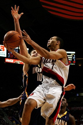 PORTLAND, OR - NOVEMBER 28:  Brandon Roy #7 of the Portland Trail Blazersdrives to the hoop against Jeff Foster #10 of the Indiana Pacers at the Rose Garden on November 28, 2007 in Portland, Oregon.  NOTE TO USER: User expressly acknowledges and agrees th