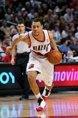 PORTLAND, OR - DECEMBER 28:  Brandon Roy #7 of the Portland Trail Blazers drives against the Minnesota Timberwolves at the Rose Garden on December 28, 2007 in Portland, Oregon.  NOTE TO USER: User expressly acknowledges and agrees that, by downloading and
