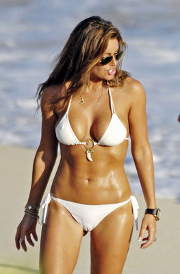 Rachel-uchitel-in-a-white-bikini-102653_display_image
