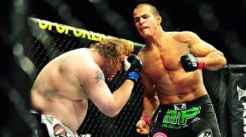 Junior dos Santos delivering powerful body shots to Nelson