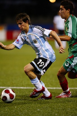 OTTAWA, CANADA - JULY 15:  Pablo Piatti #19 of Argentina makes a move past Efrain Juarez #3 of Mexico taking the ball hard to the net during a Quarterfinal match of the FIFA U-20 2007 World Cup at Frank Clair Stadium July 15, 2007 in Ottawa, Ontario. Arge