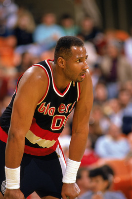 LOS ANGELES - 1990:  Kevin Duckworth #00 of the Portland Trail Blazers rests before the 1989-1990 NBA season game against the Los Angeles Lakers at the Great Western Forum in Los Angeles, California.  (Photo by: Mike Powell/Getty Images)