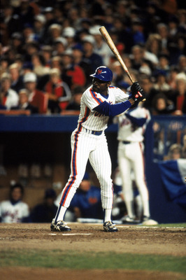 FLUSHING, NY - OCTOBER 27:  Outfielder Mookie Wilson #1 of the New York Mets at bat during game 7 of the 1986 World Series against the Boston Red Sox at Shea Stadium on October 27, 1986 in Flushing, New York. The Mets won the series 4-3.  (Photo by T.G. H