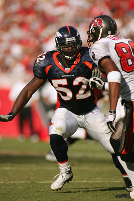 TAMPA, FL - OCTOBER 3:  Linebacker D.J. Williams #52 of the Denver Broncos reacts during the play against the Tampa Bay Buccaneers at Raymond James Stadium on October 3, 2004 in Tampa, Florida. Tampa Bay won 16-13. (Photo by Scott Halleran/Getty Images)