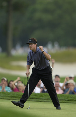 FARMINGDALE, NY - JUNE 16:  Phil Mickelson waves to the gallery during the final round of the 102nd US Open on the Black Course at Bethpage State Park in Farmingdale, New York on June 16, 2002.  (Photo By Ezra Shaw/Getty Images)