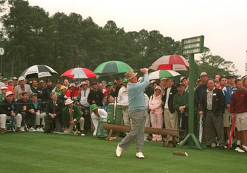 6 APR 1995:  THE LEGENDARY SAM SNEAD OF THE USA DRIVES OFF THE FIRST TEE DURING THE OPENING CEREMONY PRIOR TO START OF THE FIRST ROUND AT THE 1995 US MASTERS GOLF CHAMPIONSHIP AT THE AUGUSTA NATIONAL GOLF COURSE IN AUGUSTA, GEORGIA. Mandatory Credit: Stev