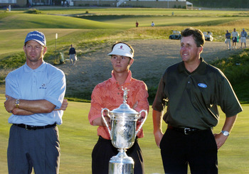 Winner Retief Goosen, low amateur Spencer Levin and runnerup Phil Mickelson receive awards  at  the 2004 U. S. Open  at Shinnecock Hills,  June 20, 2004. (Photo by A. Messerschmidt/Getty Images)