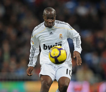 MADRID, SPAIN - JANUARY 24:  Lass Diarra of Real Madrid in action during the La Liga match between Real Madrid and Malaga at the Santiago Bernabeu stadium on January 24, 2010 in Madrid, Spain.  (Photo by Denis Doyle/Getty Images)