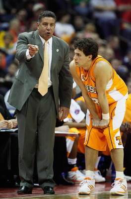 COLUMBUS, OH - MARCH 18:  Head coach Bruce Pearl of the Tennessee Volunteers talks with Dane Bradshaw #23 during their game against the Virginia Cavaliers during the second round of the NCAA Men's Basketball Tournament at Nationwide Arena on March 18, 200