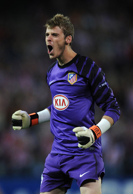 MADRID, SPAIN - SEPTEMBER 30:  Goalkeeper David de Gea of Atletico Madrid celebrates his team equalizing goal during the UEFA Europa League group B match between Atletico Madrid and Bayer 04 Leverkusen at the Vicente Calderon Stadium on September 30, 2010