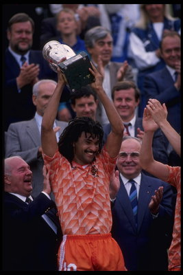Jun 1988:  Ruud Gullit of Holland hold aloft the European nations trophy after Holland defeats Russia 2-0 in the Final of the European nations cup in Munich, Germany.                                     Mandatory Credit: Allsport UK