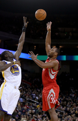 OAKLAND, CA - DECEMBER 20:  Chuck Hayes #44 of the Houston Rockets shoots over Ekpe Udoh #20 the Golden State Warriors at Oracle Arena on December 20, 2010 in Oakland, California. NOTE TO USER: User expressly acknowledges and agrees that, by downloading a