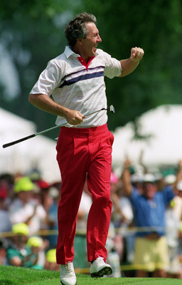 MEDINAH - JUNE:  Hale Irwin of the USA birdies the 18th to secure a play-off spot in the US Open at Medinah Country Club in Medinah, Illinois, USA in June 1990. Irwin went on to beat Mike Donald in the play-off. (photo by Stephen Munday/Getty Images)