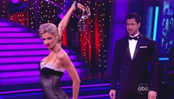 Erin-andrews-waltz-dancing-with-the-stars-photos_display_image
