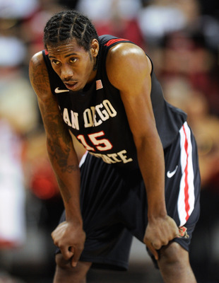 LAS VEGAS, NV - FEBRUARY 12:  Kawhi Leonard #15 of the San Diego State Aztecs waits for a teammate to shoot a free throw during their game against the UNLV Rebels at the Thomas & Mack Center February 12, 2011 in Las Vegas, Nevada. San Diego State won 63-5