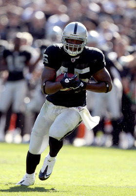OAKLAND, CA - OCTOBER 31:  Marcel Reece #45 of the Oakland Raiders runs the ball on his way to a touchdown against the Seattle Seahawks at Oakland-Alameda County Coliseum on October 31, 2010 in Oakland, California.  (Photo by Ezra Shaw/Getty Images)