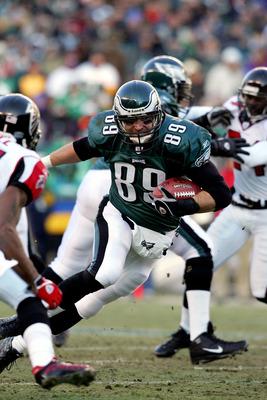 PHILADELPHIA - JANUARY 23:  Chad Lewis #89 of the Philadelphia Eagles runs with ball against the Atlanta Falcons in the first quarter of the NFC Championship game at Lincoln Financial Field on January 23, 2005 in Philadelphia, Pennsylvannia.  (Photo by Ha