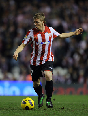 BILBAO, SPAIN - JANUARY 05:  Iker Muniain of Athletic Bilbao controls the ball during the round of last 16 Copa del Rey second leg match between Athletic Bilbao and FC Barcelona at Estadio de San Mames on January 5, 2011 in Bilbao, Spain. The match ended