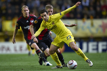 VILLARREAL, SPAIN - MARCH 17:  Giuseppe Rossi of Villarreal runs with the ball during the UEFA Europa League round of 16 second leg match between Villarreal and Bayer Leverkusen at El Madrigal stadium on March 17, 2011 in Villarreal, Spain.  (Photo by Man