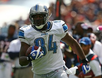 CHICAGO - OCTOBER 04: Brandon Pettigrew #84 of the Detroit Lions runs with the ball against the Chicago Bears on October 4, 2009 at Soldier Field in Chicago, Illinois. The Bears defeated the Lions 48-24. (Photo by Jonathan Daniel/Getty Images)