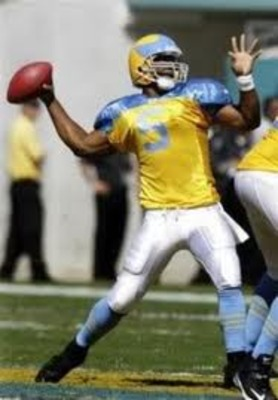 Eables QB Donovan McNabb in Yellow Jackets throwback uniform
