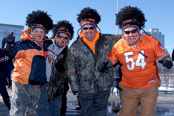 CHICAGO, IL - JANUARY 23:  Chicago Bears fans cheer outside Soldier Field before the Bears take on the Green Bay Packers in the NFC Championship Game on January 23, 2011 in Chicago, Illinois.  (Photo by Jamie Squire/Getty Images)