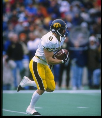 2 Nov 1996: Wide receiver Tim Dwight of the Iowa Hawkeyes runs with the ball during a game against the Illinois Fighting Illini at Memorial Stadium in Champaign, Illinois. Iowa won the game, 31-21.