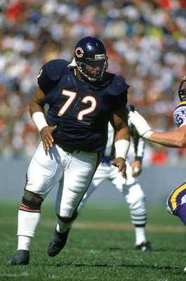 CHICAGO - SEPTEMBER 23:  William Perry #72 of the Chicago Bears runs through the Minnesota Vikings defense during a game at the Soldier Field on September 23, 1990 in Chicago, Illinois.  The Bears won 19-16.  (Photo by Jonathan Daniel/Getty Images)