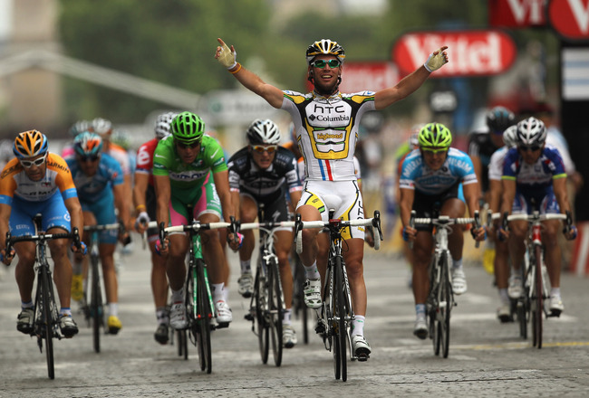 PARIS - JULY 25:  Mark Cavendish of HTC Columbia celebrates victory in the twentieth and final stage of Le Tour de France 2010, from Longjumeau to the Champs-Elysees in Paris on July 25, 2010 in Paris, France.  (Photo by Spencer Platt/Getty Images)