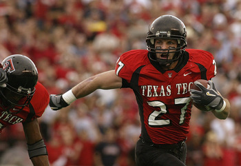 LUBBOCK, TX -NOVEMBER 22:  Wide receiver Wes Welker #27 of the Texas Tech Red Raiders carries the ball during the game against the Oklahoma Sooners at Jones SBC Stadium on November 22, 2003 in Lubbock, Texas.  The Sooners won 56-25.  (Photo by Ronald Mart