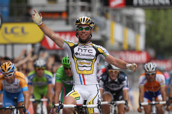 PARIS - JULY 25:  Mark Cavendish of HTC Columbia celebrates victory in the twentieth and final stage of Le Tour de France 2010, from Longjumeau to the Champs-Elysees in Paris on July 25, 2010 in Paris, France.  (Photo by Bryn Lennon/Getty Images)