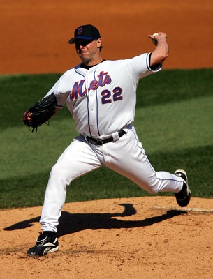 FLUSHING, NY - SEPTEMBER 26:  Al Leiter #22 of the New York Mets pitches against the Chicago Cubs during the game on September 26, 2004 at Shea Stadium in Flushing, New York. The Mets defeated the Cubs 3-2. (Photo by Chris Trotman/Getty Images)